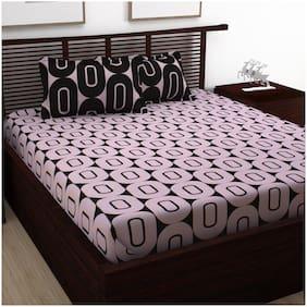 Bedspun Cotton Geometric Double Size Bedsheet 120 TC ( 1 Bedsheet With 2 Pillow Covers , Pink )