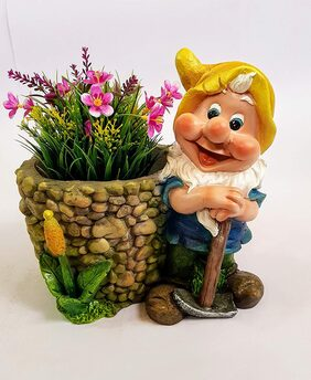 Wonderland Gnome with planter