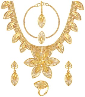 Asmitta Pretty Leaf Shape Gold Plated Choker Style Necklace Set With Mangtikka For Women