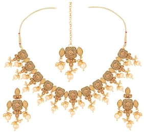 Etnico Antique Gold Plated Traditional Handcrafted Stone Studded & Pearl Necklace Set with Earrings & Maang Tikka for Women