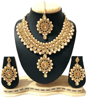 HARITA Gold Plated Traditional Necklace Set Jewellery Set With Maang Tikka and Earings. Golden (HP-1046G)