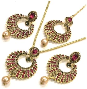 HARITA Young Fashion Gold Plated Stone Pendant Set with Chain, Mang Tikka & Earings. Red (HP-1027R)