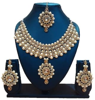 539a432793f Urbanela Party Wear Crystal Choker Traditional Jewellery Necklace Set with  Maang Tikka Earrings for Women