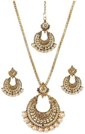 Urbanela Party Wear Garba Dandia Special Navratri Jewellery Chain Pendant Set with Maang Tikka Earrings for Girls UNGB29-GOLD