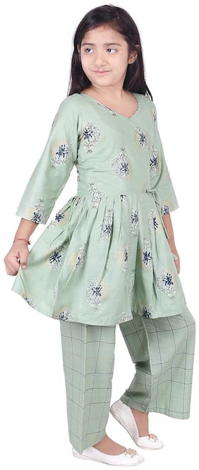 Anand trading Co Girl's Cotton Printed 3/4th sleeves Kurti & salwar set - Green