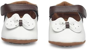 KUTUMBH White Booties For Infants