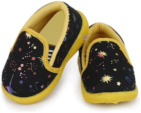NEOBABY Black & Yellow Casual Shoes For Infants