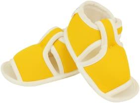 Neska Moda Yellow Sandals For Infants
