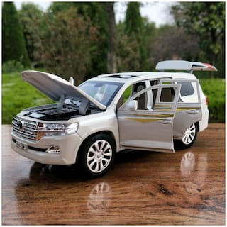 SKS 1:32 Alloy Pull Back car Toyota Land Cruiser SUV Diecast Metal Model 6 Open The Door Toy Vehicles Musical Flashing for Kids