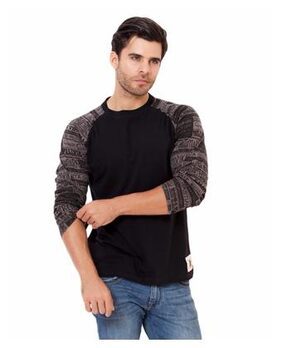 Elaborado Men Slim Fit Round Neck Solid T-Shirt - Black