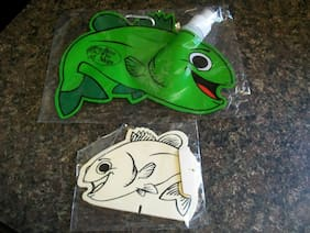 Fish shaped portable drink container w/ Clip & Wooden Paint-able Fish Plaque NIP