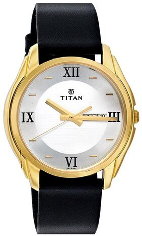 Titan  1578Yl04 Men Analog Watch