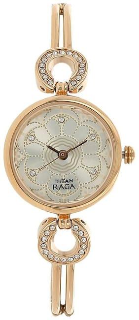 Titan NJ311WM01 Women Analog watch
